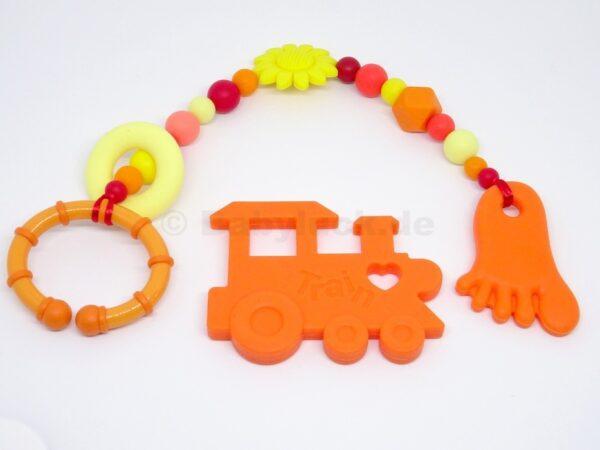 Maxicosikette, Maxicosi Kette mit Fuß, Ring und Blüte, orange, rot, gelb, mit Name (optional), Silikon, Teether, Babyluck